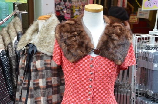 Detchable fur collars in Harakuju