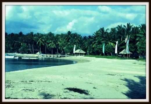 Sire Beach in Medana Village.