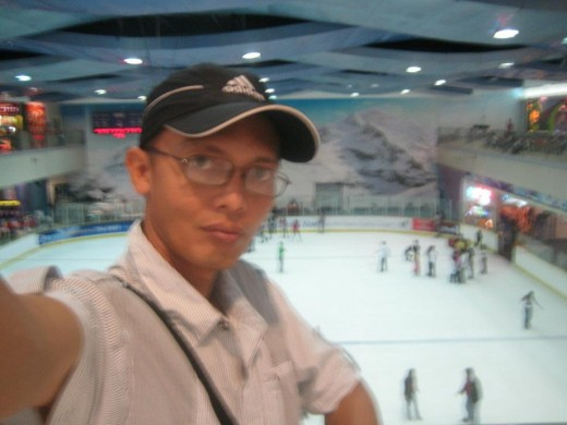 Travel Man posing with the ice skating rink at the backdraft
