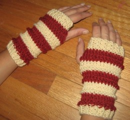 Keep your fingers warm and festive with these fingerless gloves.
