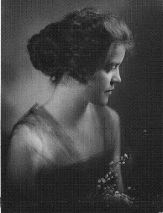 Grandma Mac was seriously hawt in 1910.