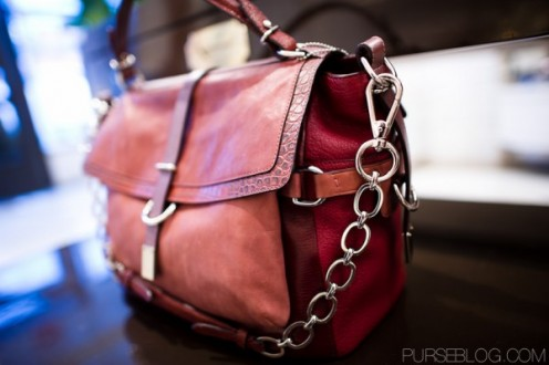 Fall's rage: 2-tone handbags