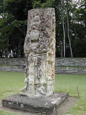 Stelae showing a king wearing a fancy outfit.