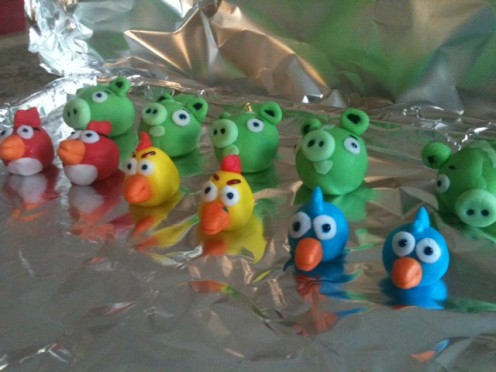 Continue the same process to create the birds for the cake