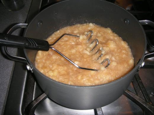 Applesauce cooking