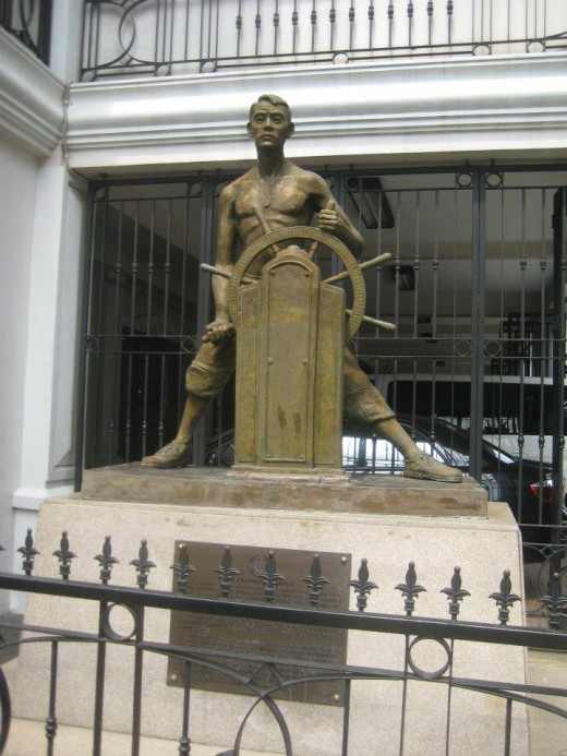 The Statute of Filipino Sailor @ AMOSUP, Intramuros (Photo by thesailor)
