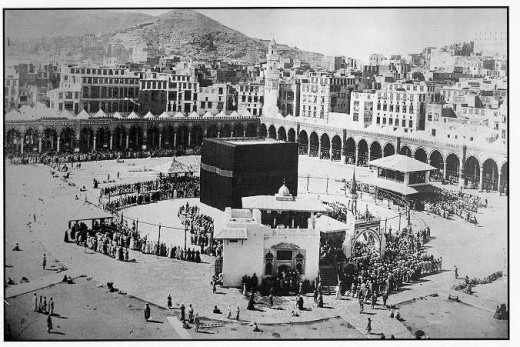 An 100 old Photo of The Grand Mosque at Mecca (sent by Saudi friend over email)