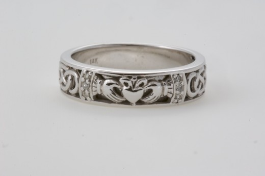 Celtic wedding ring from a selction Seoda Si Celtic Jewelry.com