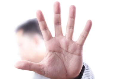 Keep your arms and hands in an expressive communication that says you are approachable and not defensive.