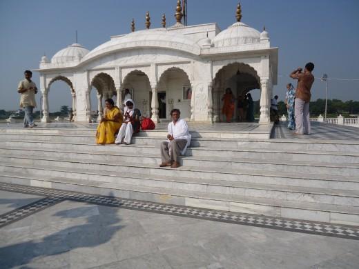 Front view of Jalmandir in Pavapuri
