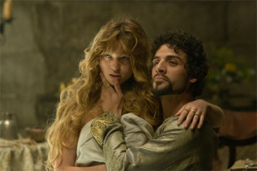 Léa Seydoux and Oscar Isaac as Isabella of Angoulême and King John in Robin Hood (2010).