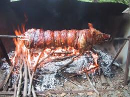 Spit roasted suckling pig LA_PORCHETTA_DI_FINE_ESTATE