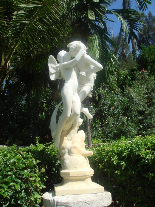 Statue of angels embracing in a kiss.