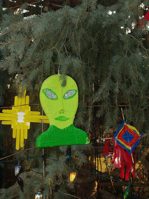 Green christmas decor homemade decorations for Alien decoration