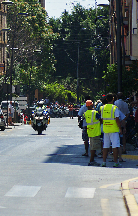 Stewards begin to take up their positiion en route and spectators start to arrive