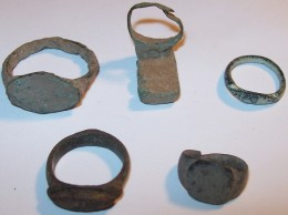 Roman Rings(one with a key