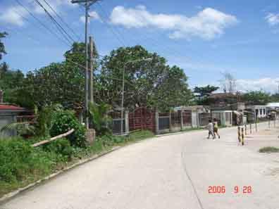 Entrance and main road to Guinsorongan