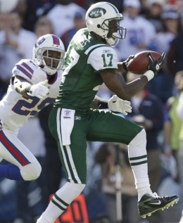 New York Jets' Plaxico Burress (17) makes a catch under pressure from Buffalo Bills' Drayton Florence (29) during the first quarter of an NFL football game in Orchard Park, N.Y., Sunday, Nov. 6, 2011. (AP Photo/David Duprey)