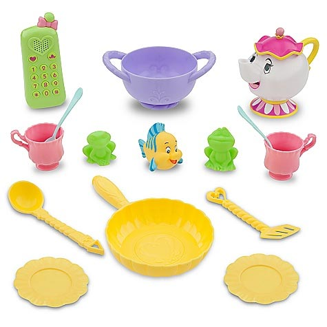 utensils and character sets that come with the Disney Princess Ultimate Fairy Kitchen