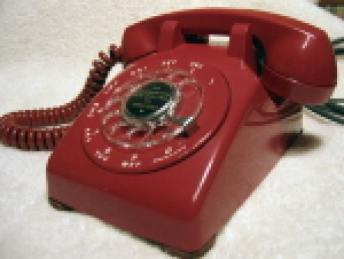 """THIS IS NOT THE """"BAT PHONE,"""" IS COMMISSIONER GORDON'S OFFICE, BUT A RED PHONE THAT MANY PEOPLE USED AS OPPOSED TO THE CONVENTIONAL BLACK PHONE."""