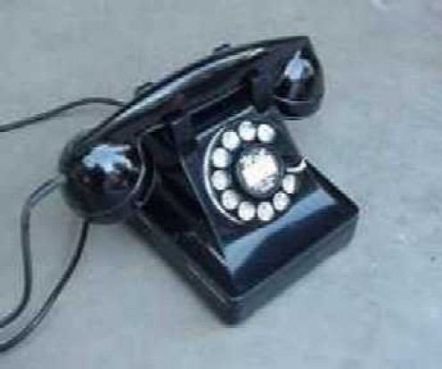 WHAT FOND MEMORIES I HAVE OF PHONES LIKE THIS. SOLID. BUILT TOUGH. RELIABLE.