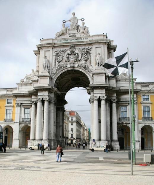 Lisbon's triumphant Arco da Rua Augusta