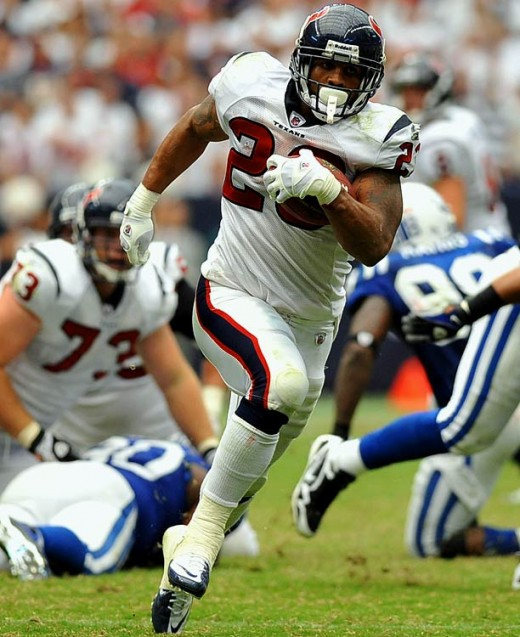 Arian Foster is back to full strength and looks to continue his impressive streak against the Bucs