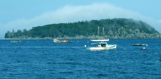 Boats in Bah Haabah looking toward Porcupine Islands