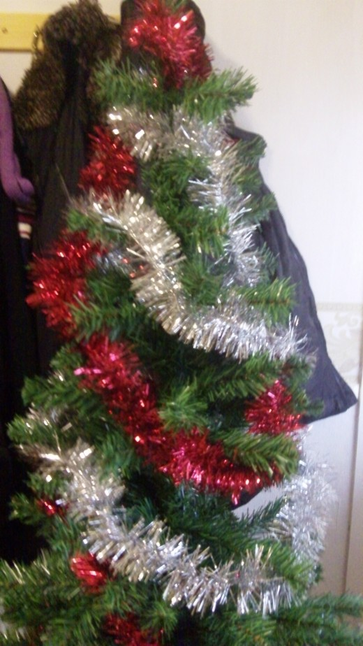 You have a nice double tinsel effect with roughly the same thickness of tinsel, now try a couple of thin tinsels to balance out and further decorate your tree, like.....