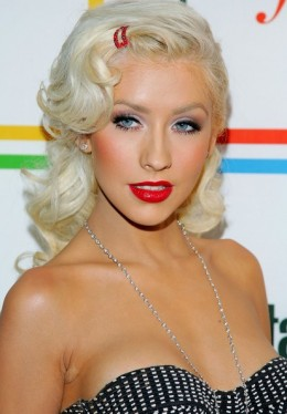 Xtina channels old Hollywood with her platinum waves and blood red lipstick. It really makes her blue eyes pop, too!