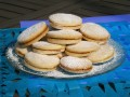 Butter Cookies with Dulce de Leche Filling