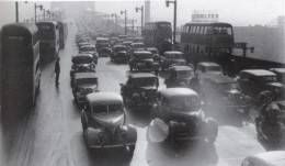 Traffic across the bridge in May 1947.