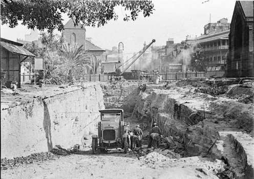 Early excavations of northern end of York Street for southern approach