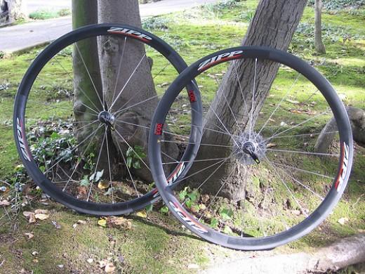 Ultra lightweight 1,200 gram climbing wheelset- zipp 303