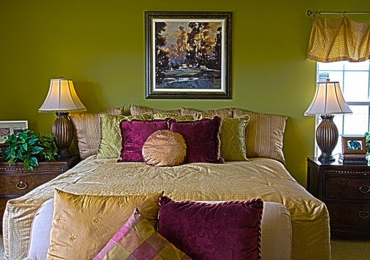 Bedroom Decorating with Accent Pillows