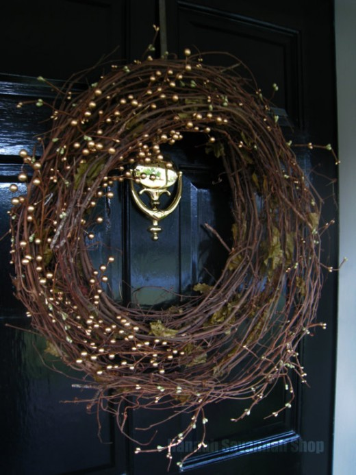 A Natural Christmas Wreath with little Golden Balls