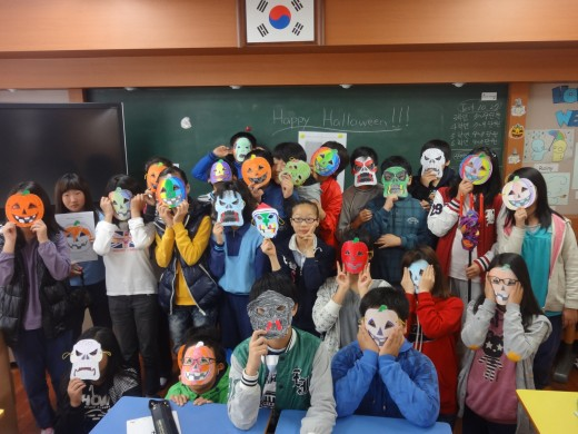 One class after making their Halloween masks.