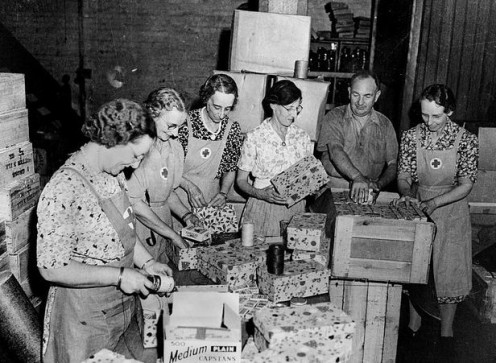 Red Cross: Wrapping Christmas Gifts 1942