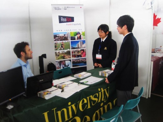 Students obtain information from Canadian university recruiter