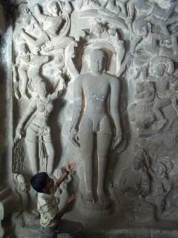 Parshwanatha staute,closer view