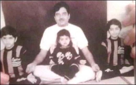 Sonakshi with father
