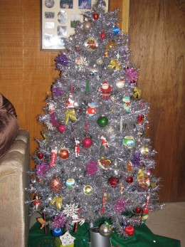 My tinsel/retro tree.