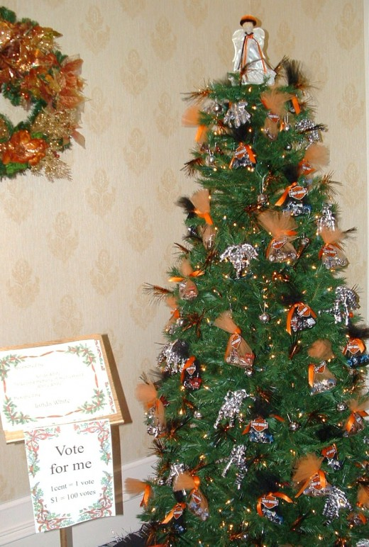 Linda White's tree on exhibit in Dover Downs Hotel prior to auction.