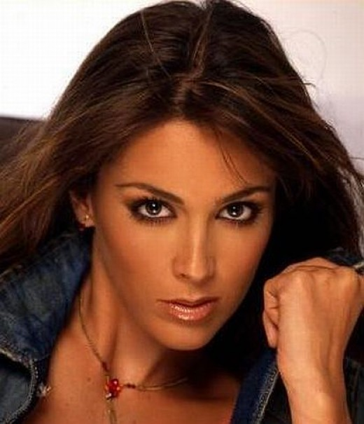 Beautiful Mexican actress and model Jacqueline Bracamontes