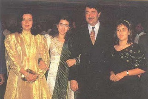 Kareena Kapoor with family. Sister, Father and Mother