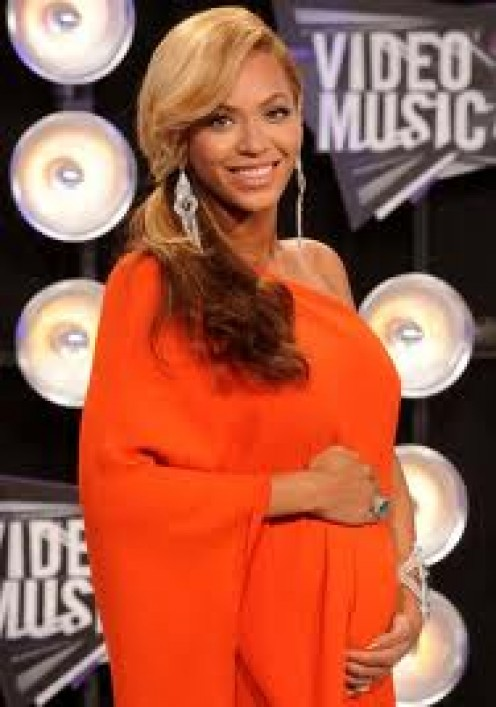 Beyonce announces her pregnancy.