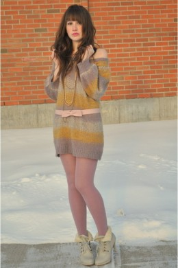 Pink Thermal Tights for a Great Winter Look With Sweater Dress and Ankle Boots