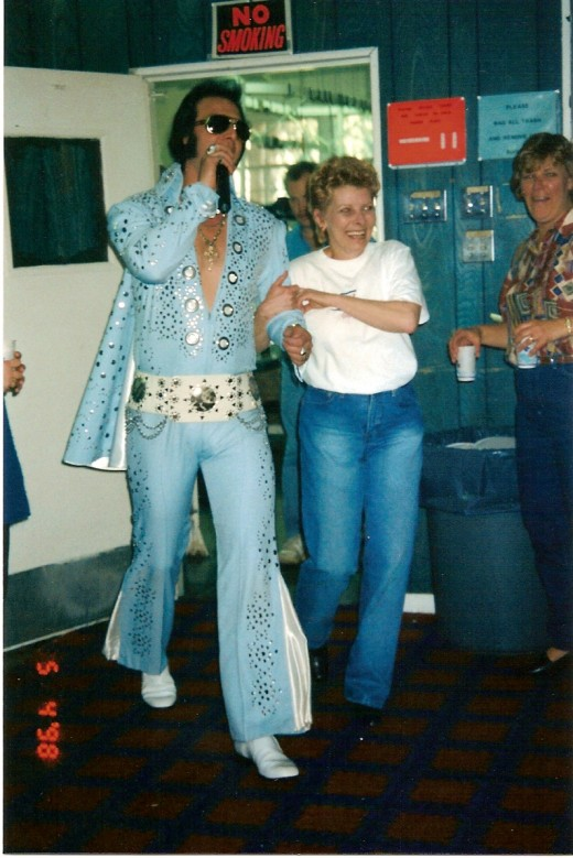 Cookie hired an Elvis impersonator for her Farewell Cafe party.