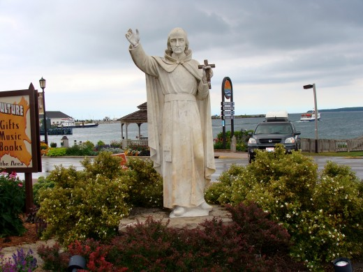 Statue of Father Jacques Marquette.