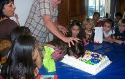 THIS GUY, PUSHING THE LITTLE GIRL'S FACE INTO HER CAKE, MAY RECEIVE SOME REBUKES, BUT AFTER THIS, HE WILL BE THOUGHT OF AS  COOL.